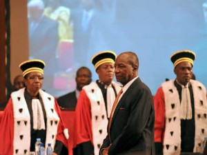 The inauguration ceremony of President-elect Professor Alpha Condé of the Republic of Guinea Conakry (Crédit photo: GovernmentZA via Flickr, CC)