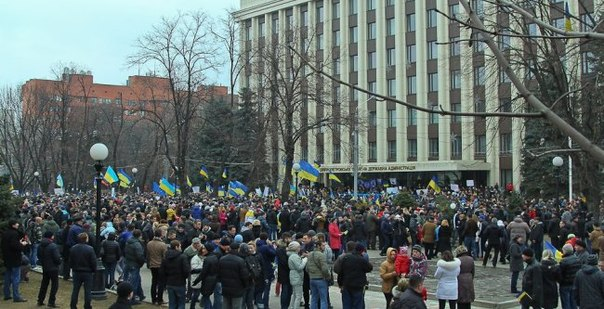 Manifestants dans le centre de Dnipropetrovsk photo de Denis Motorina