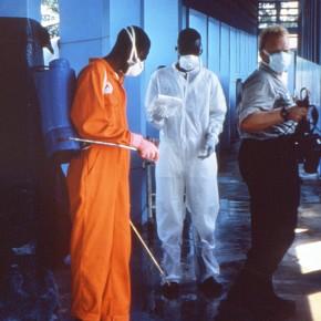 une séance de désinfection. Source : commons.wikimedia.rg